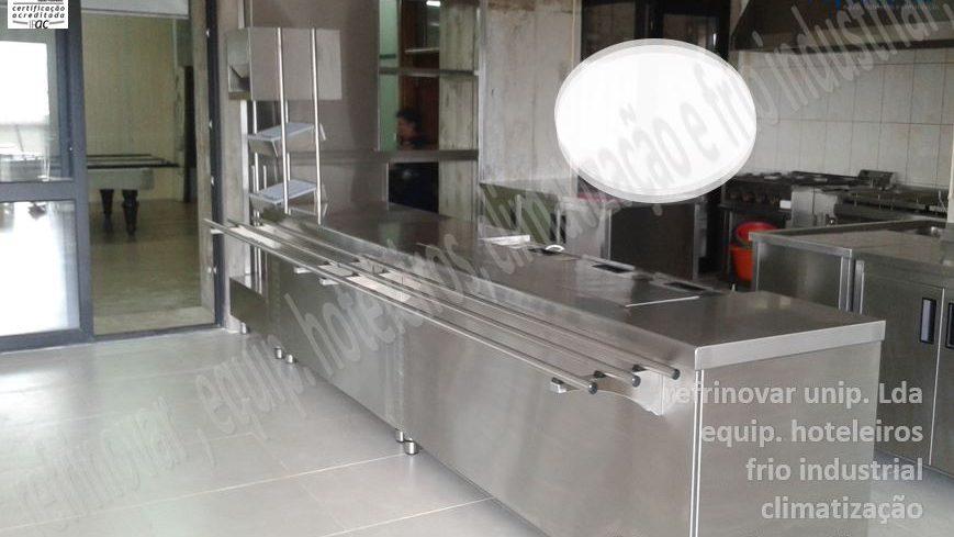 Linha self-serviçe, totalmente em aço inox, com encaixe para arrefecedor de garrafas