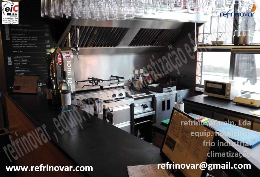 Aspecto final do espaço para a preparação e atendimento directo aos clientes de uma casa de francesinhas