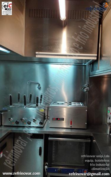 Mini apanha fumos compensado na zona de queima, forno convector, aquecedor de pratos, aquecedor de massas e banho maria de bancada, zona revestida a inox