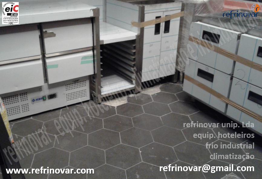 Saladete refrigerada compacta de 4 gavetas, mesa baixa com kit calhas, bancada refrigerada sem tampo + gavetas