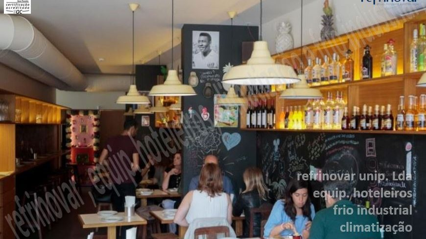 Sala de refeições do restaurante Boteco Mexicano que se encontra na cordoaria do Porto.