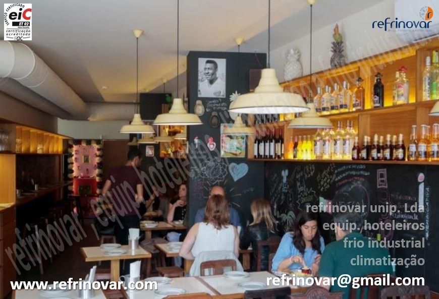 Sala de refeições do restaurante Boteco Mexicano que se encontra na cordoaria do Porto.