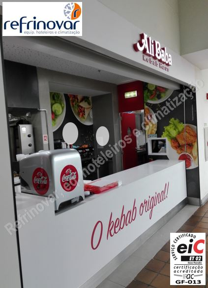 Imagem final do balcão lateral da cafetaria da loja de kebabs do Ali Baba.