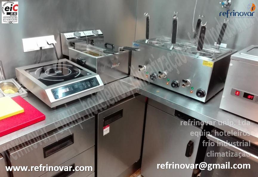 Mini zona de preparação de apoio a confecção de comida tipo ramen, com bancada refrigerada ventilada com gavetas + make baixo